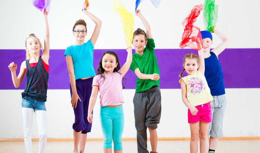 French movement song for kids: La valse des foulards