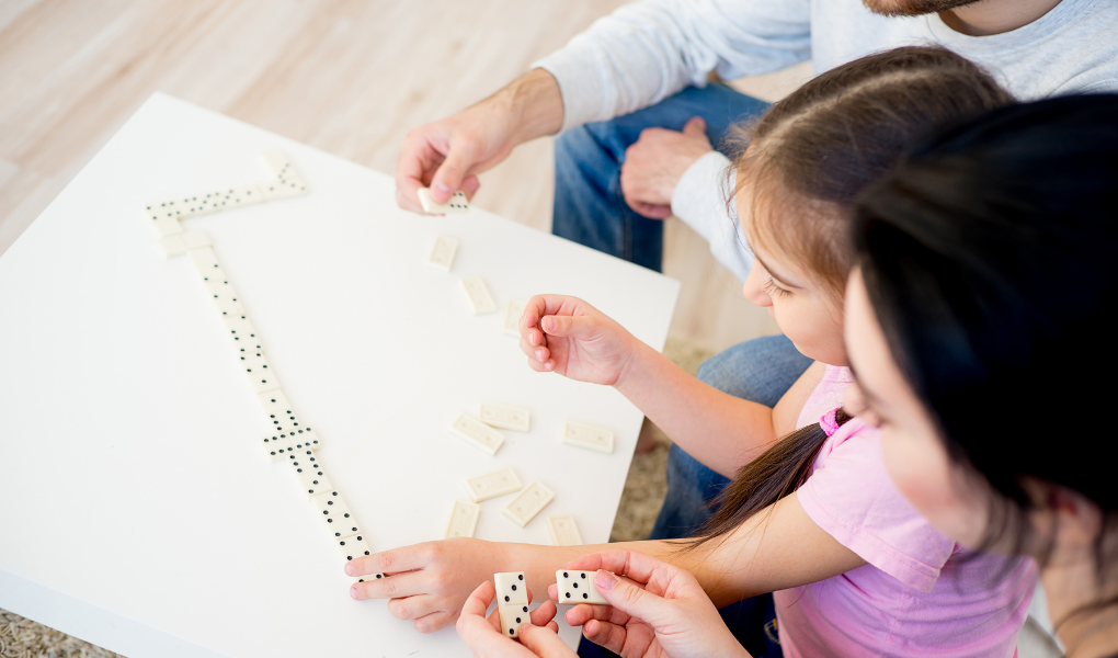 Teach French to kids while playing dominoes